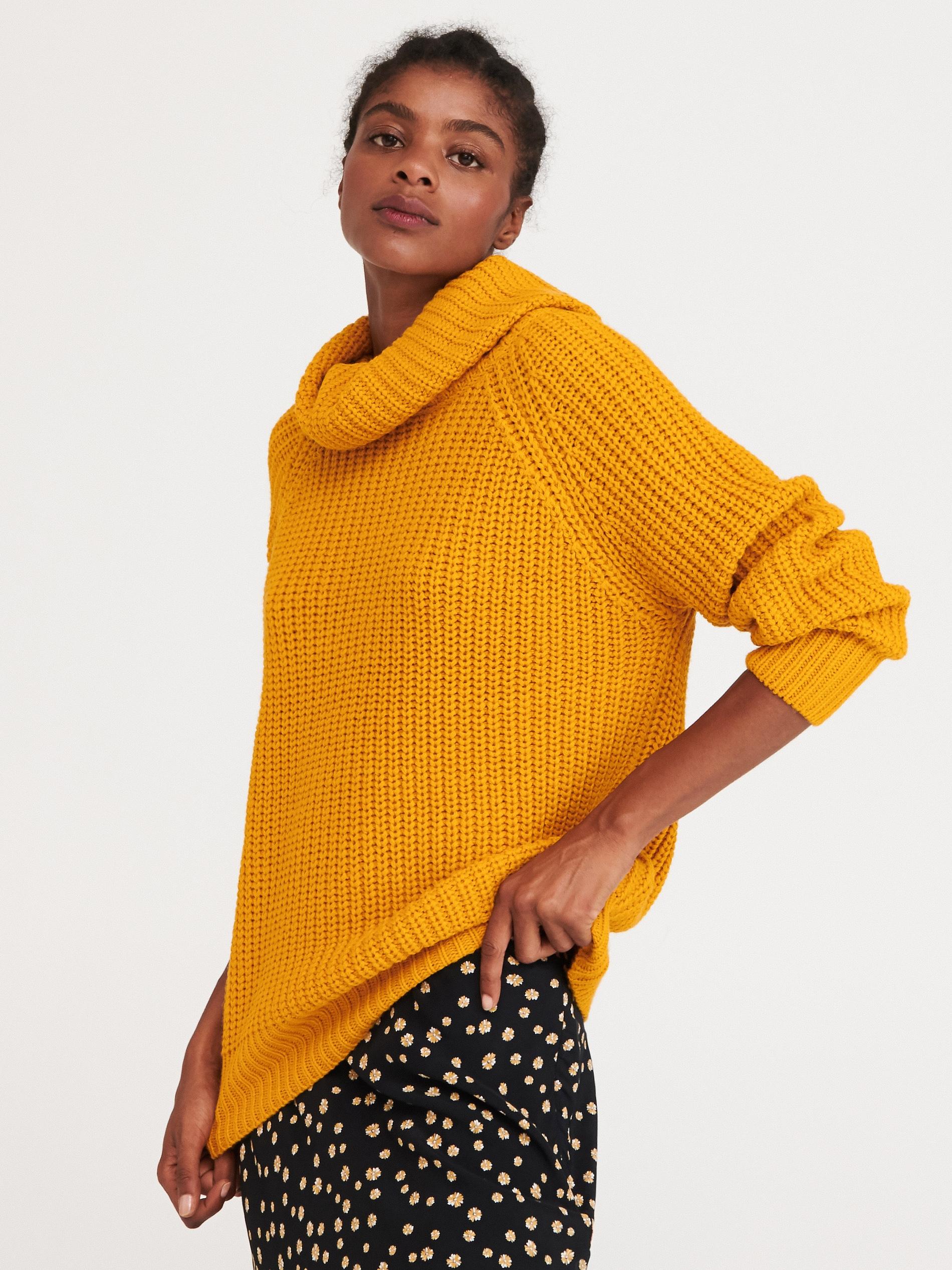 Sweter z obszernym golfem - żółty - WI404-18X - RESERVED - 2