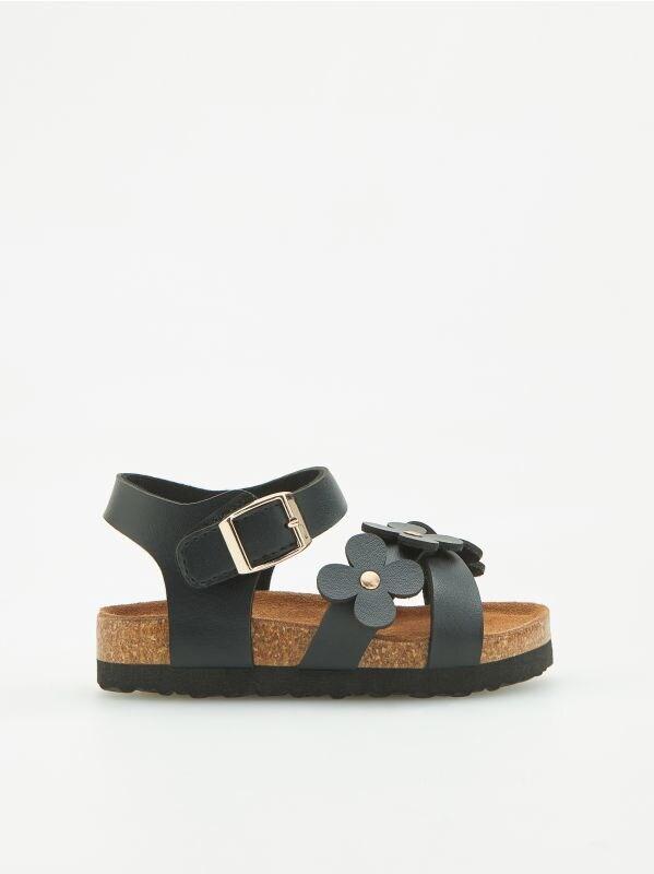 574e6f3d6a74 Nakupujte online! Detské topánky pre dievčatká - RESERVED