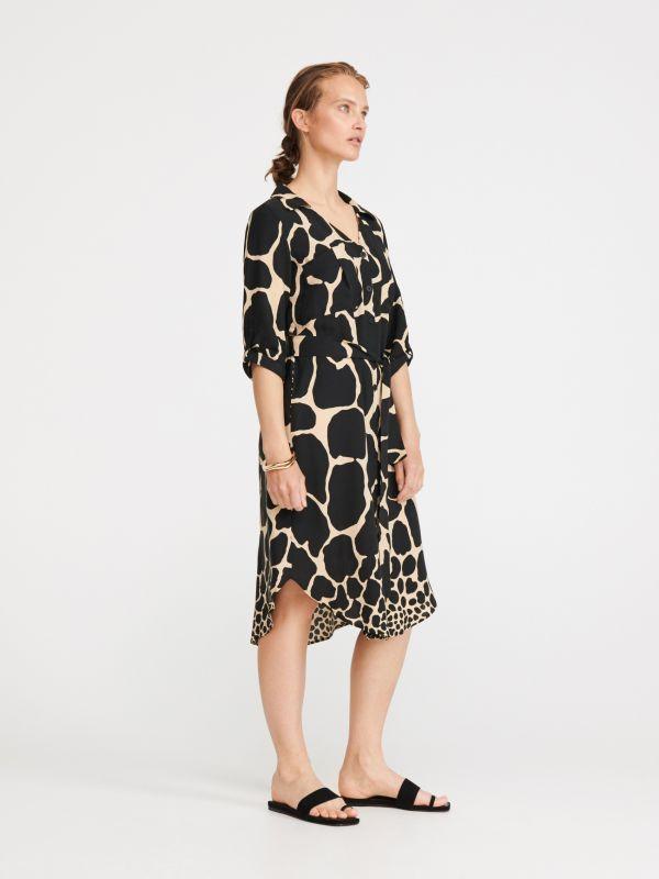 8f28034f0577 Nakupujte online! Šaty – módní střihy pouze v RESERVED
